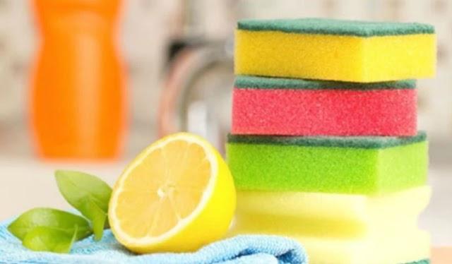 Το έξυπνο κόλπο με το σφουγγαράκι για τα πιάτα στο ψυγείο