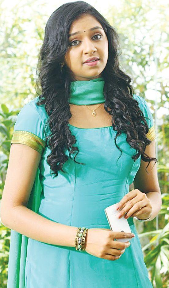REKKA TAMIL FILM TRICHY THEATRES LIST SHOW TIMINGS, VIJAY ... Naan Sigappu Manithan Lakshmi Menon Lip Lock