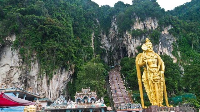 Batu Caves Tempat Wisata di Kuala Lumpur Malaysia yang Masuk Rekomendasi Liburan Sehat Malaysia Healthcare