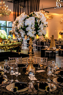 casamento com cerimônia e recepção no party room em porto alegre com decoração luxuosa sofisticada elegante e chique em preto e dourado com flores brancas por fernanda dutra eventos cerimonialista de casamento em porto alegre wedding planner em portugal brasileiros casando na europa