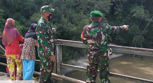 Sosok Mayat Ditemukan Warga, Personel Jajaran Kodim 0207/Simalungun Cek Langsung Kelokasi Sungai Bah Tungguran