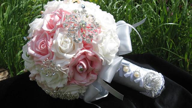 brooch bouquet 681536 960 720 - Bukiety i wiązanki ślubne