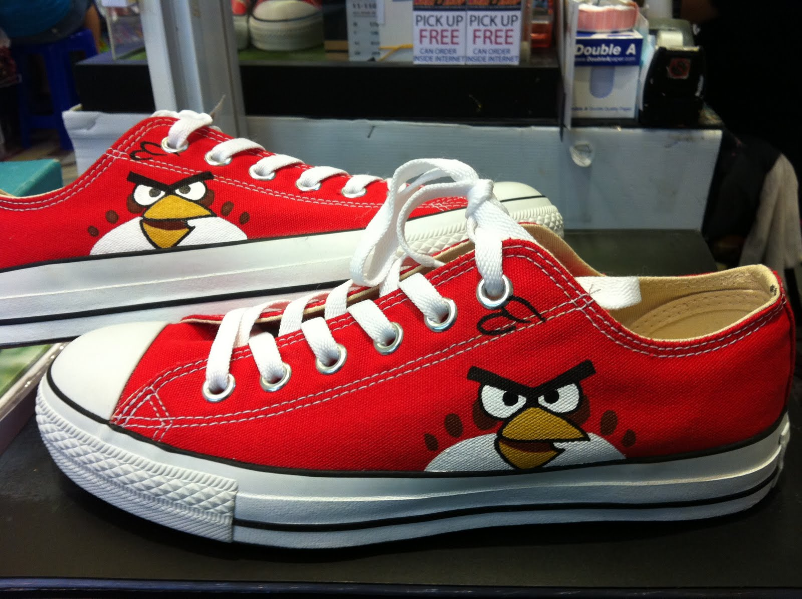 498ffafb497d WHAT s SHOP  Angry Birds - Red Converse