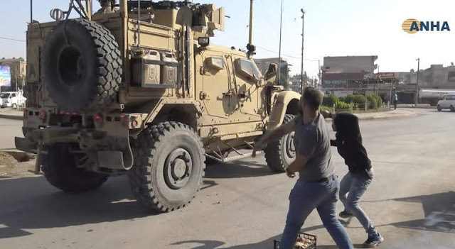 Arrojan tomates podridos a tropas de EE.UU