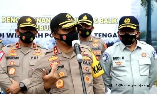 Kapolda Jateng Irjen Pol Ahmad Luthfi Cek Kesiapan Arus Libur Panjang di Exit Tol Brebes