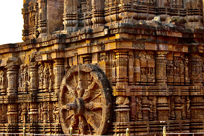 konark sun temple,stone chariot,stone wheel