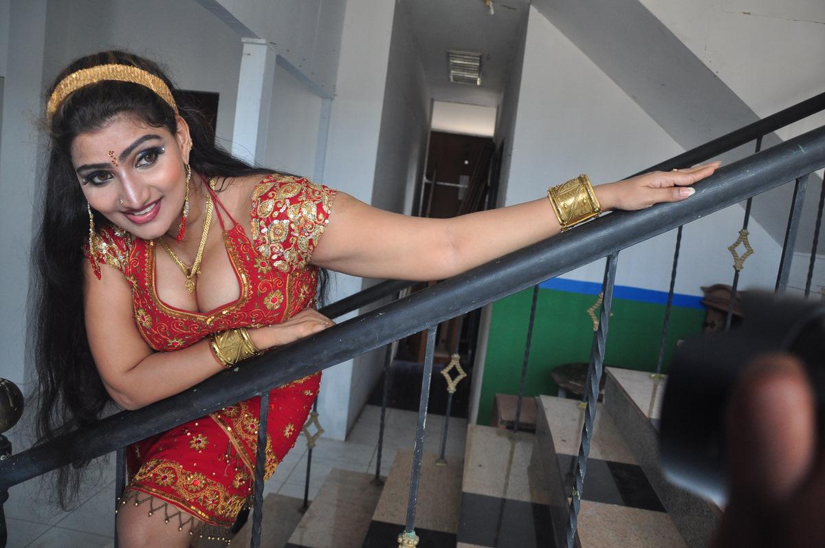 Mallu Actress Babilona Big Boobs Cleavage And Boob Press -7101