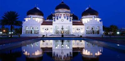 Masjid Raya Baiturrahman, Bentuk Nusantara Berpadu Nuansa Timur Tengah