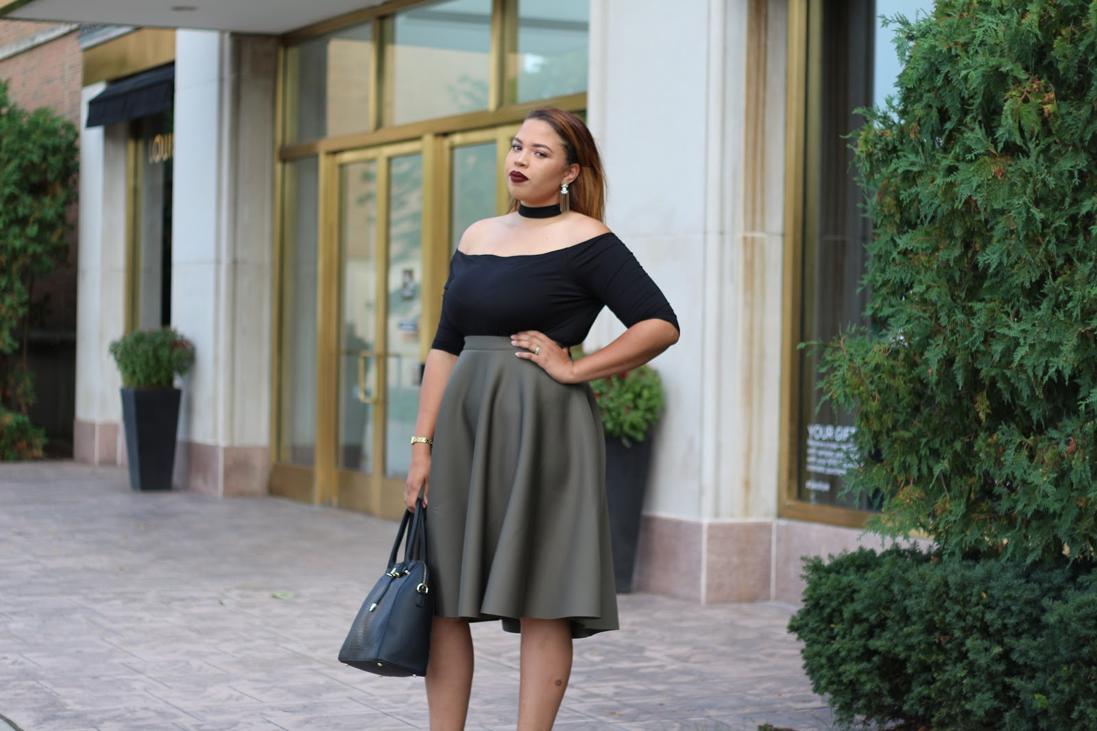 What are some classy style for full figured women?