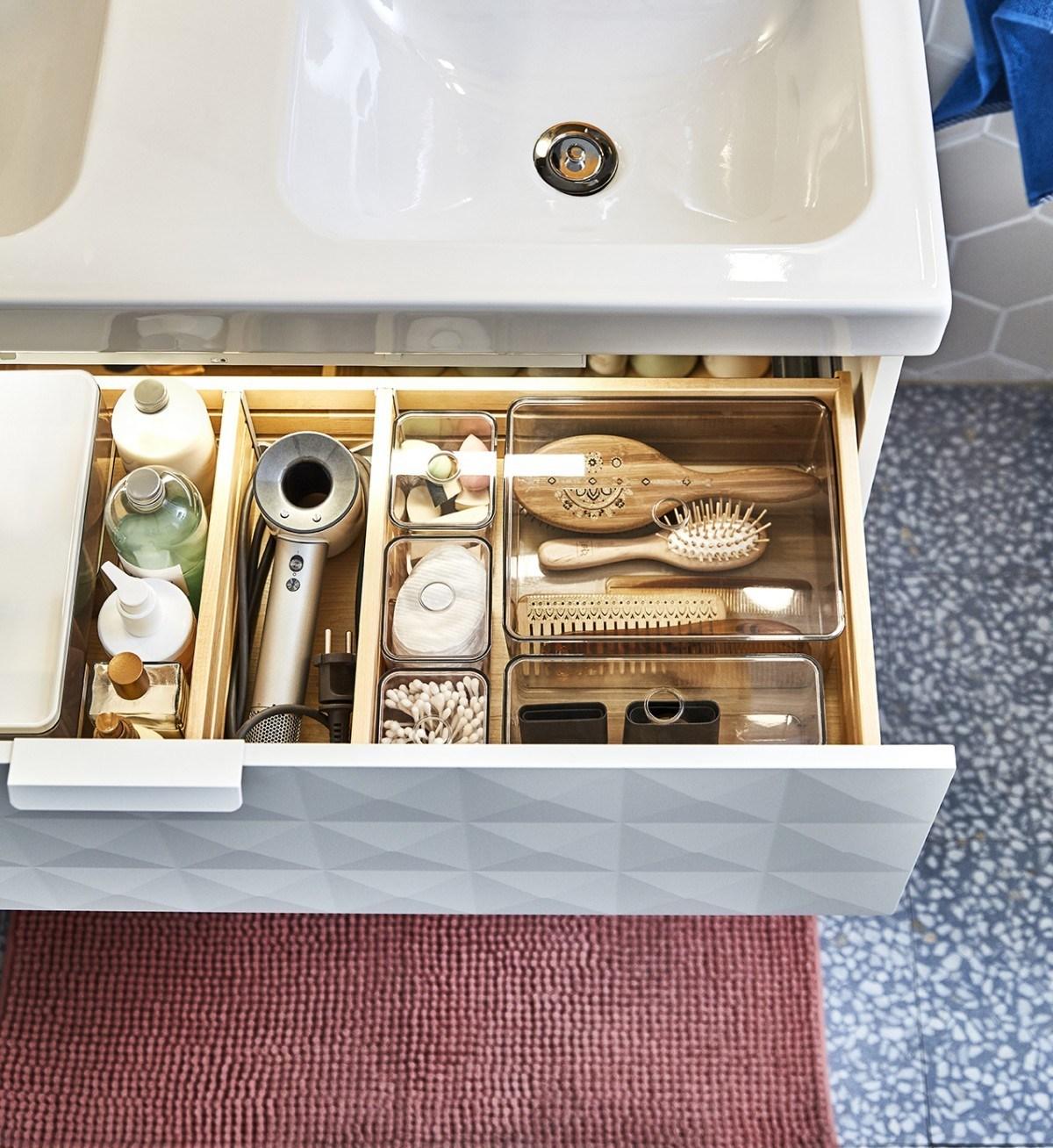 Novedades catálogo Ikea 2020 sistema de almacenaje para baño transparente