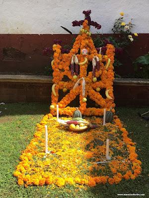 Ofrenda de Día de Muertos en el Palacio de Huitzimengari en Pátzcuaro