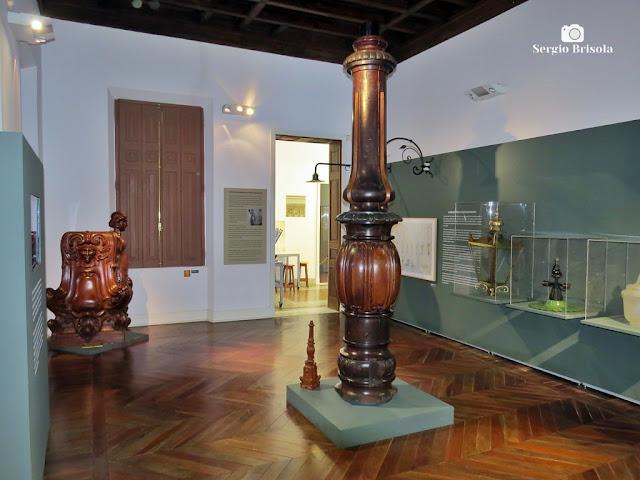 Vista de exposição de Moldes de postes antigos - Museu da Energia - Campos Elíseos - São Paulo