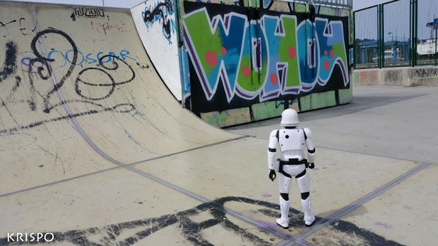 clon de star wars mirando pintada en skate park de hondarribia
