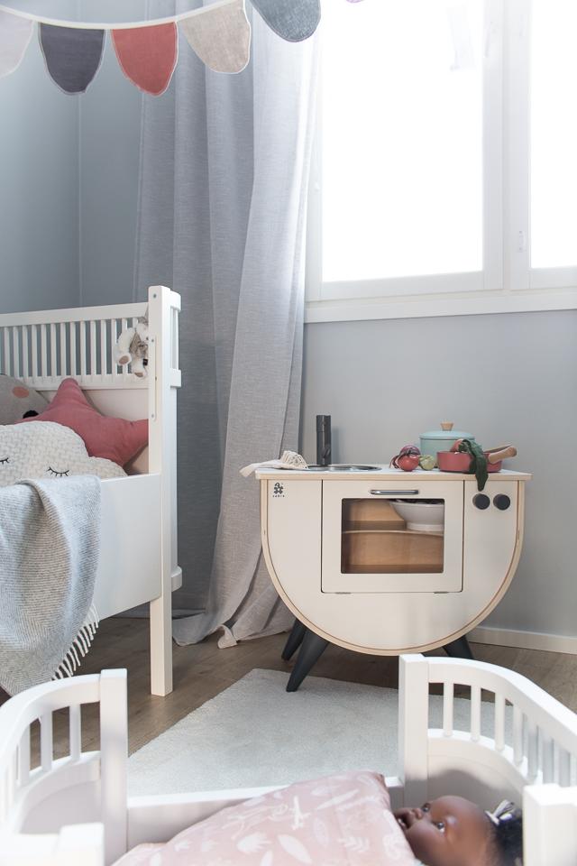 Villa H, lastenhuone, sisustus, peti, leikkikeittiö