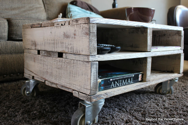 pallets, reclaimed wood, beyond the picket fence, http://bec4-beyondthepicketfence.blogspot.com/2013/04/magazine-pallet-table.html