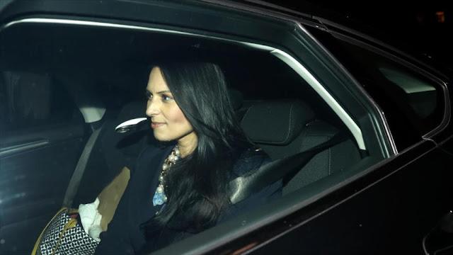 Ministra británica dimite tras reuniones secretas con israelíes