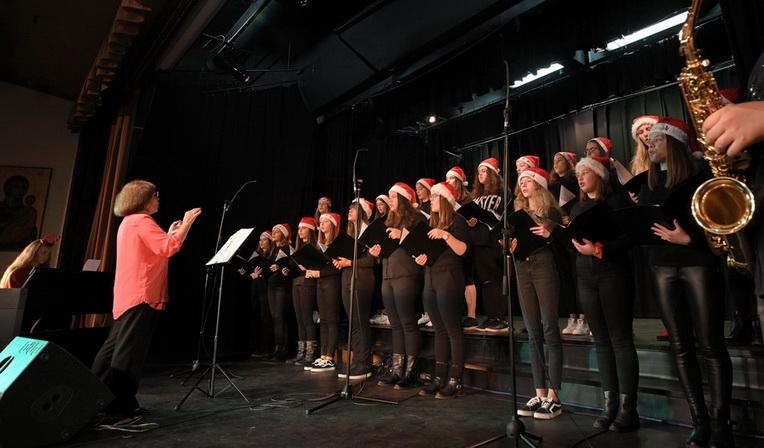 Αλεξανδρούπολη: «Μάγεψαν» οι μελωδικές παιδικές και νεανικές φωνές στο 5ο Χριστουγεννιάτικο Χορωδιακό Φεστιβάλ Νέων