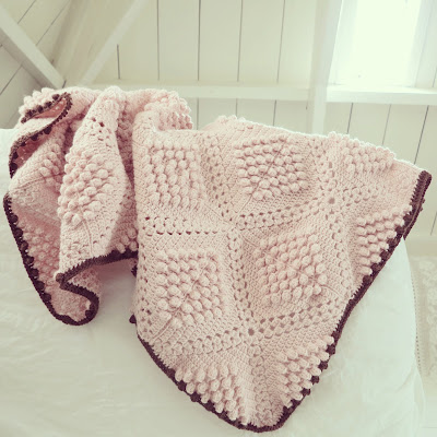 ByHaafner, crochet, bobble stitch, powder pink, crocheted throw, blanket,