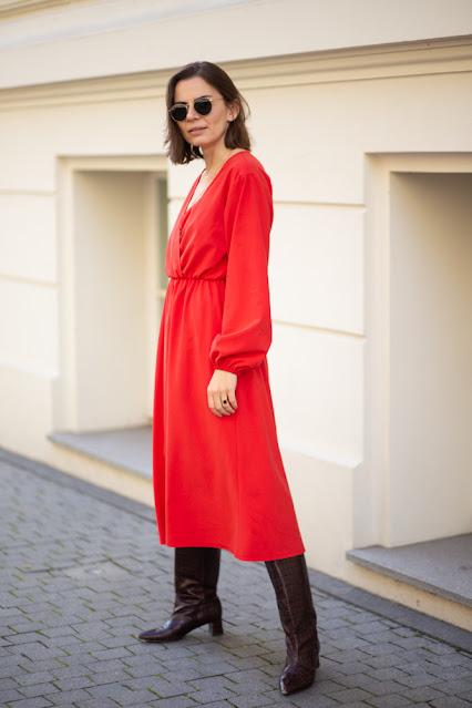 czerwona sukienka z cupro