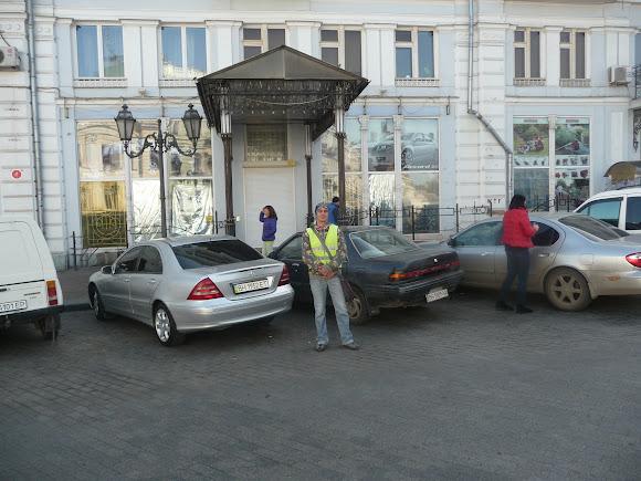 Одесса. Екатерининская площадь. Парковка и парковщик