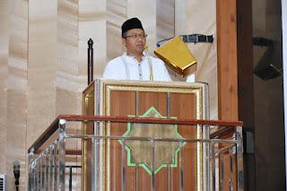 <b>Jum'at Pertama Menjabat Sebagai Gubernur, Doktor Zul Tampil Sebagai Khotib</b>