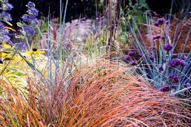 plantas vivaces, jardines ingleses, jardines naturalizados, cómo diseñar un jardín