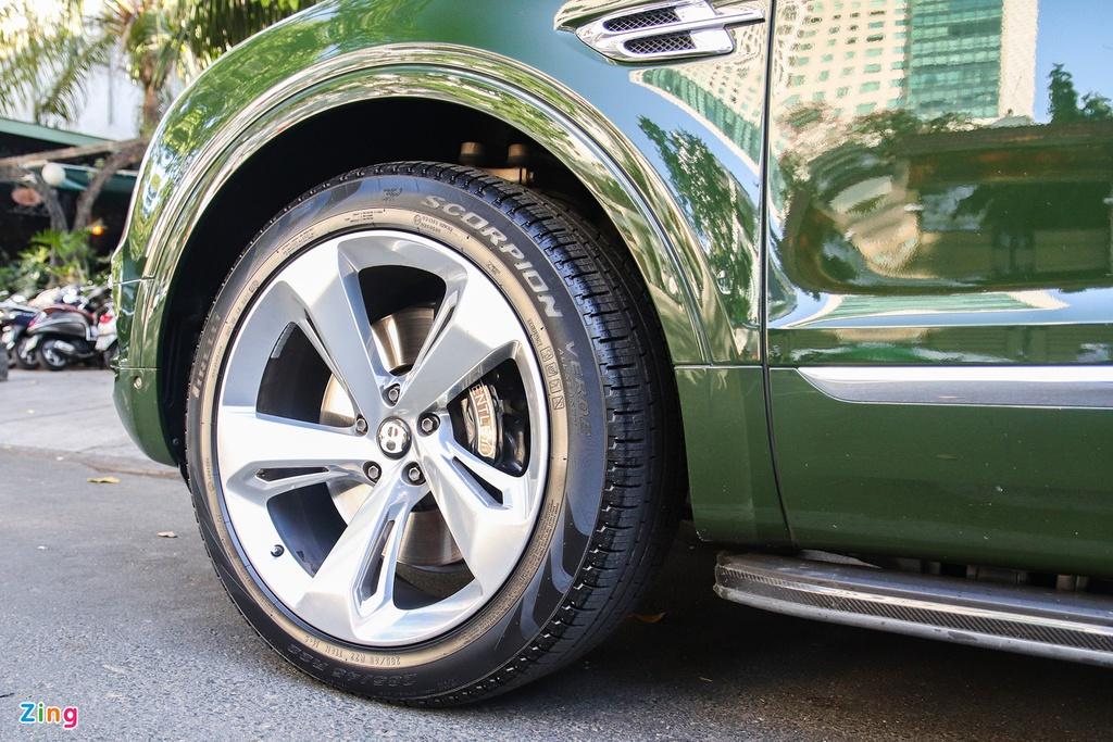 SUV siêu sang Bentley Bentayga màu xanh lá độc nhất Việt Nam tái xuất