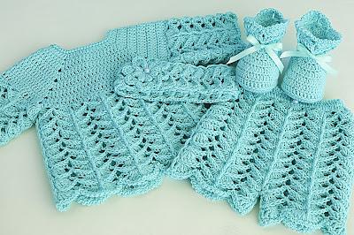 2 -Crochet IMAGEN de Peucos zapatitos o escarpines a conjunto con la chambrita rosa a crochet y ganchillo. MAJOVEL CROCHET