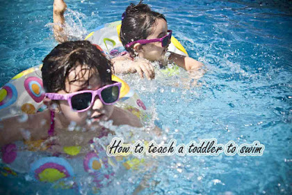 How to Teach a Toddler to Swim According to Age