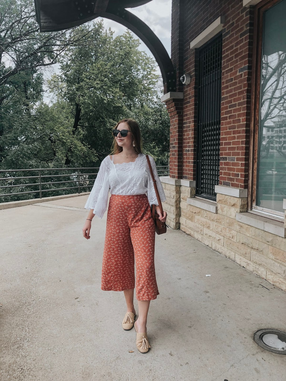 Nashville Travel Guide: My Stay at Omni Nashville Hotel Outfit Look for Nashville Featuring American Eagle culottes and white eyelet top.