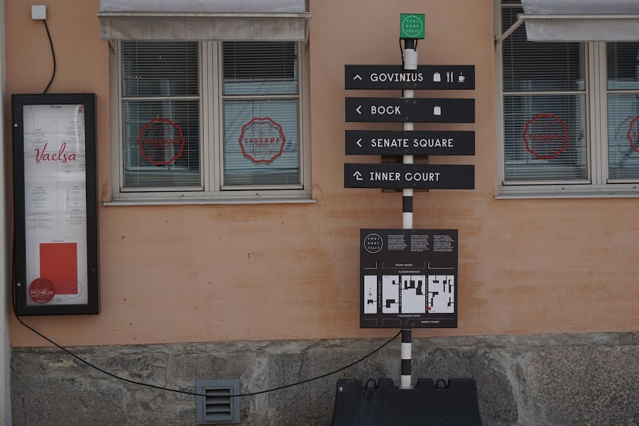 Katariinankatu通りにある看板