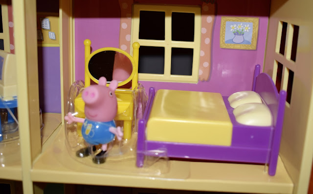 Peppa Pig – Lights N' Sounds Family Home