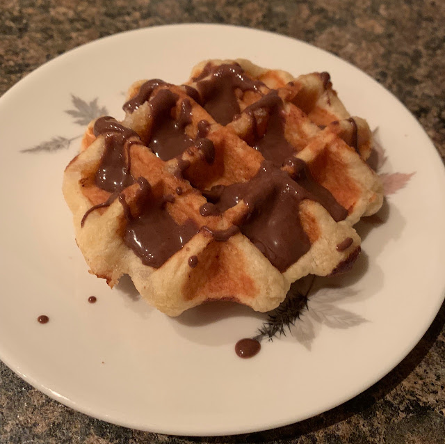 Ed's Easy Diner - Waffles With Chocolate Sauce