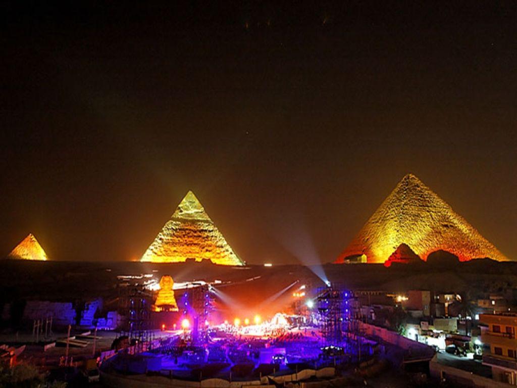 Световое шоу у пирамид в Гизе