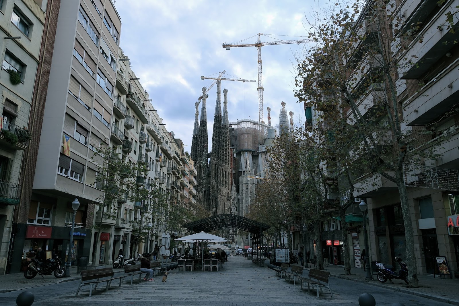 ガウディ通り(Av de Gaudi)