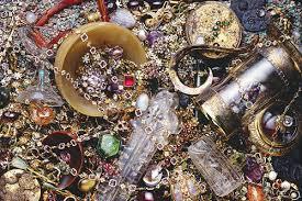 كيف تعرف أن تحت بيتك آثار أو كنز مدفون وطريقة استخراجه