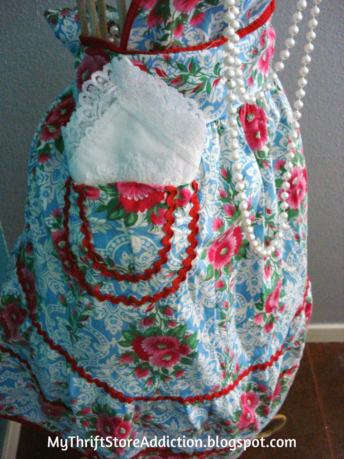 Vintage apron scored at yard sale