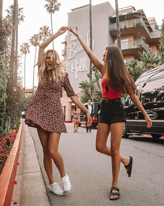 foto tumblr de amigas bailando