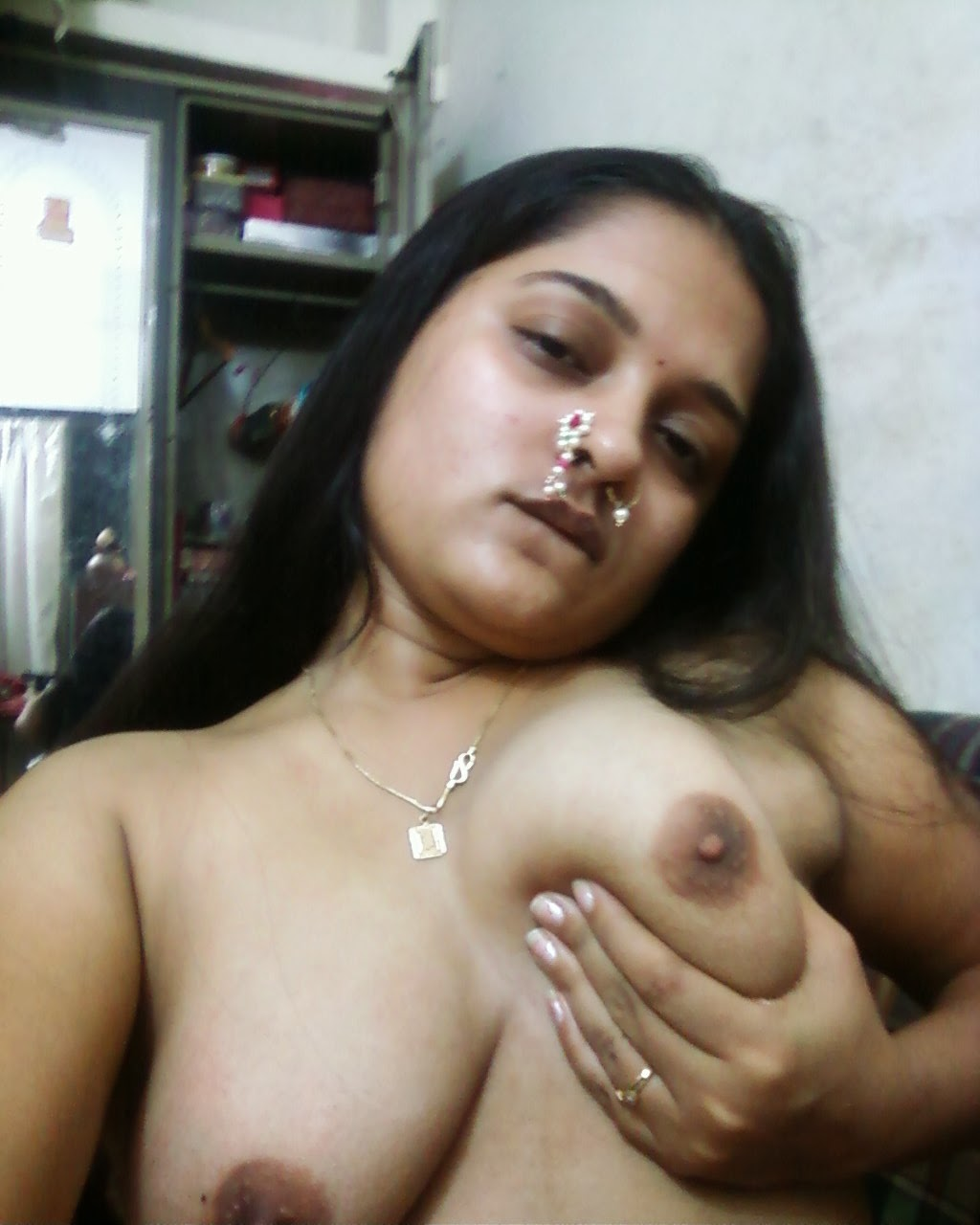 Sexy Desi aunty Poornima showing big Boobs and Choot Pics