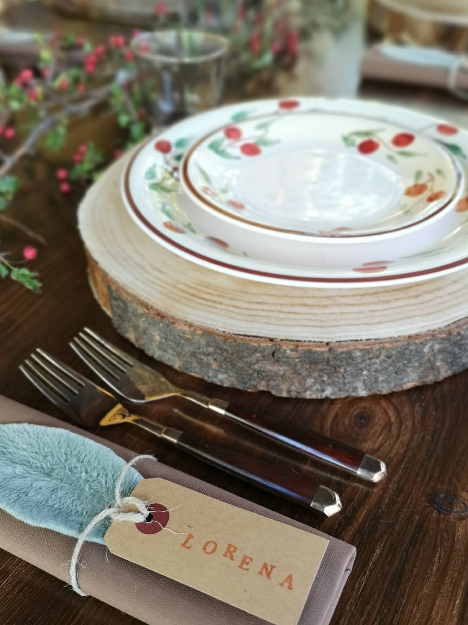 tavola rustica in giardino