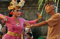 http://senbudi.blogspot.com/2015/11/joged-bumbung-kontroversial-budaya-bali.html