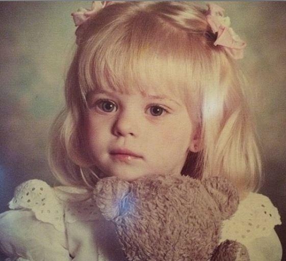 Caroline Bittencourt criança