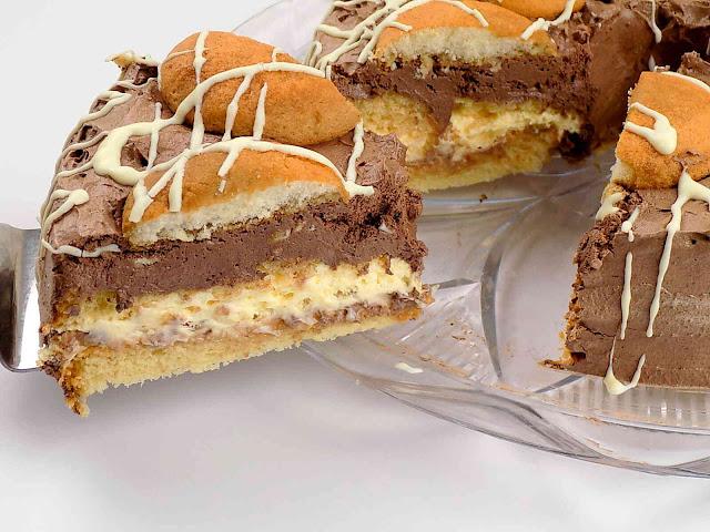 Ciasto biszkoptowe z orzechami i kajmakiem