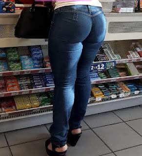 Bella mujer culona pantalon apretado