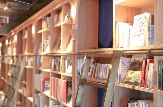 Mengunjungi Hostel Murah dengan Konsep Buku di Tokyo: Harga Sewa Mulai Rp 200 Ribu!