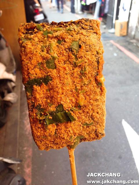 豬血糕不能缺少花生粉與香菜