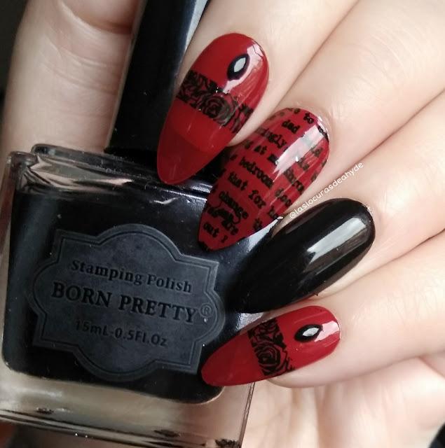 nail art gotico sencillo, en colores negro y rojo dieseño de letras y cenefas de rosas.