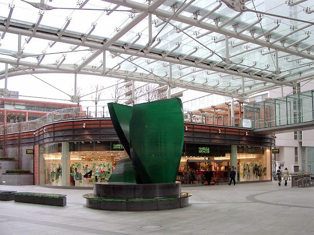 Amonite, glass sculpture by Anthony Burke, Cardinal Place, London