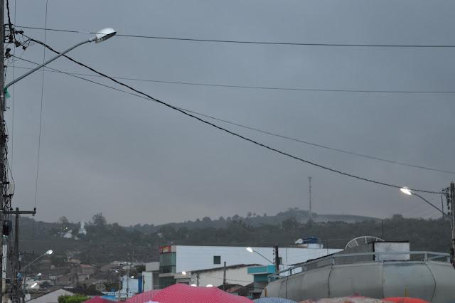 CHUVAS: O dia amanheceu com chuva em São Joaquim do Monte.