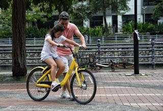 Mengajari anak naik sepeda roda 2 dari belum bisa menjadi bisa dengan hanya sekitar 2 jam.